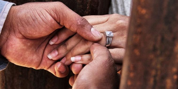Matrimonio en la frontera de Mexico y EE.UU.
