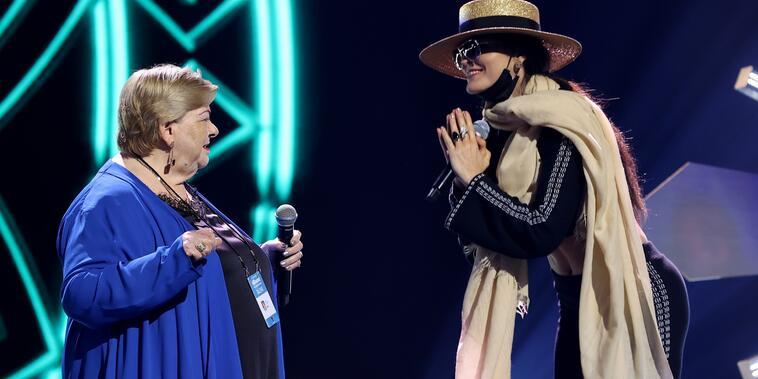 Paquita la del Barrio y Ana Bárbara en los de ensayos de los Premios Billboard de la Música Latina en el Watsco Center en Coral Gables, Florida