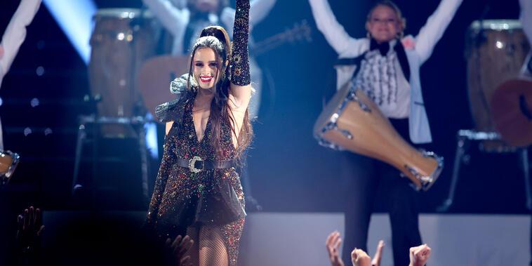 Camila Cabello cantando en los Premios Billboard 2021