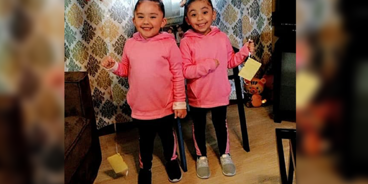 Las gemelas de cuatro años Gianella y Luna.