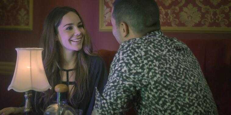 Camila le coquetea a Joselito