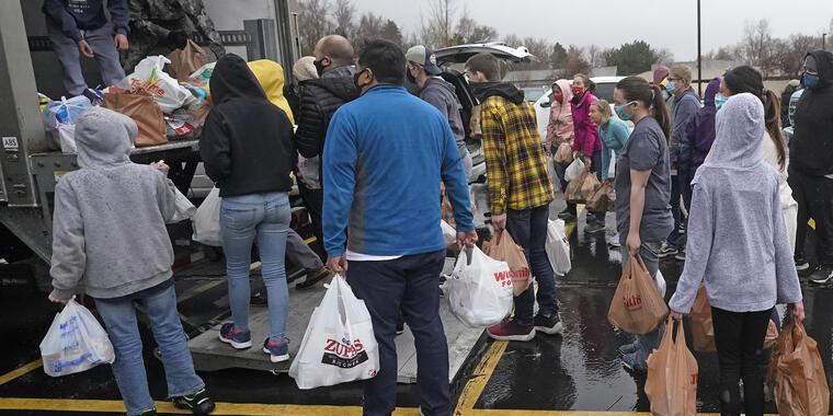 Un banco de alimentos durante una campaña de recolección.