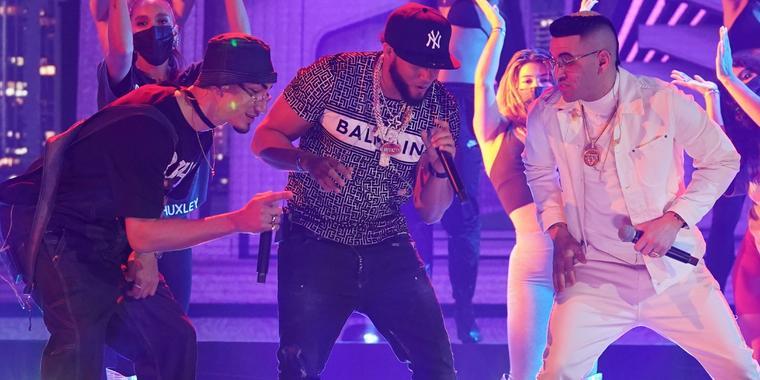 Omar Courtz, El Alfa y Lenier en el primer día de ensayos de los Latin American Music Awards 2021