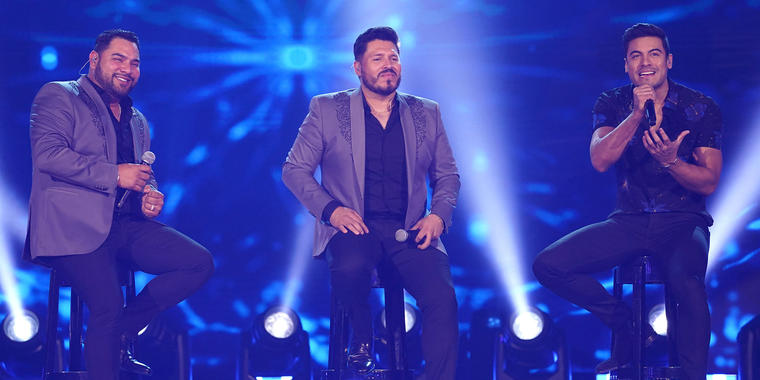 Banda MS y Carlos Rivera cantan en los Latin American Music Awards