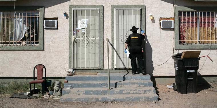 Un juez federal dictamina que la moratoria de desalojos de viviendas excede la autoridad de los CDC