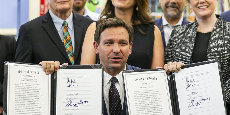 Ron DeSantis firma una ley que restringe el voto de los floridanos