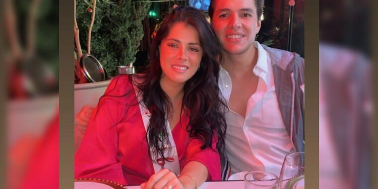 Paulina Peña y Fernando Tena abrazados fiesta de compromiso