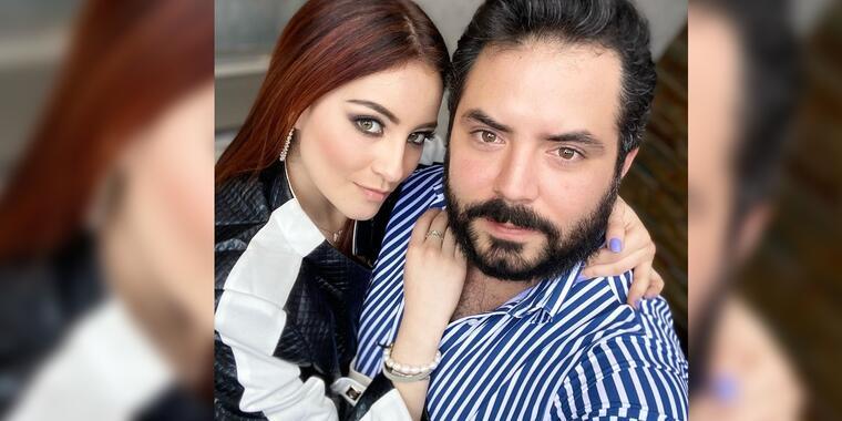 José Eduardo Derbez posando con su novia Paola Dalay