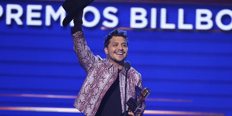 Christian Nodal recibió su premio Billboard Latin Music Awards