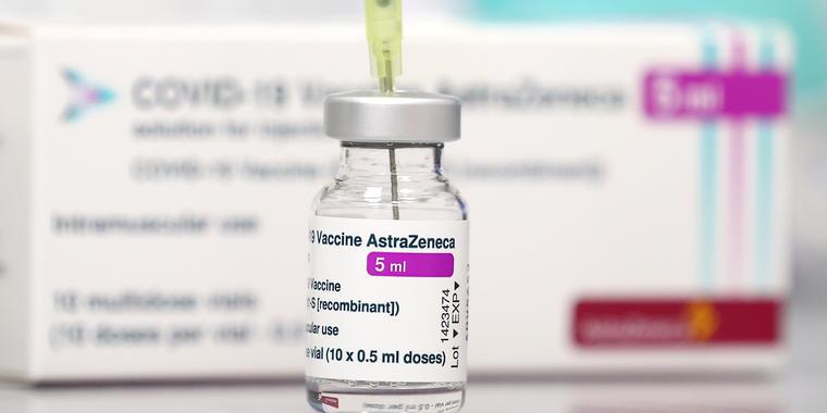 Imagen de archivo de la vacuna contra el COVID-19 de AstraZeneca y Oxford