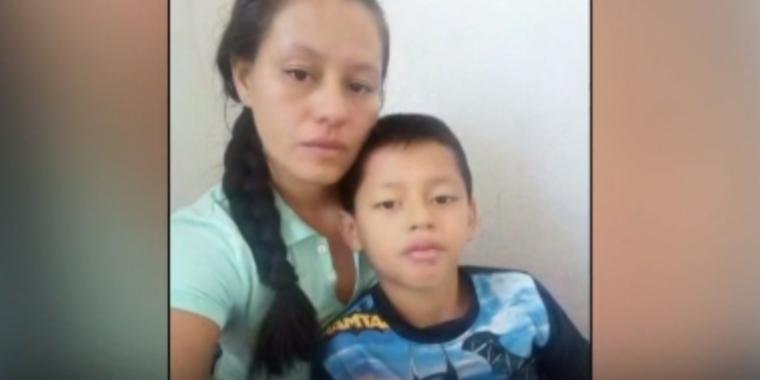 La mujer nicaragüense Meyling Obregón y su hijo de 10 años Wilto Gutiérrez