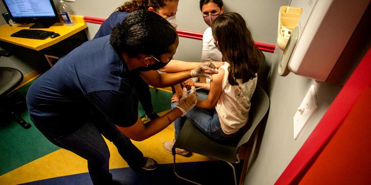 Comté científico recomienda vacuna Pfizer para menores entre 12 y 15