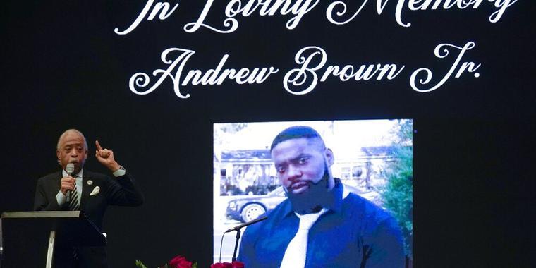 El reverendo Al Sharpton hablando durante el funeral de Andrew Brown Jr., el 3 de mayo de 2021.