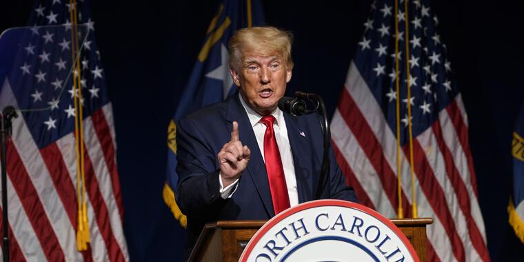 El expresidente de Estados Unidos, Donald Trump, se dirige a la convención estatal NCGOP el 5 de junio de 2021 en Greenville, Carolina del Norte.