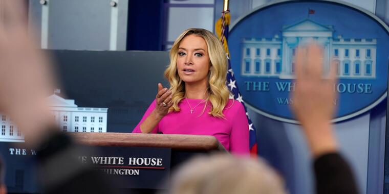 Kayleigh McEnany habla con la prensa durante una conferencia en la Casa Blanca, el 2 de diciembre del 2020 en Washington D.C.
