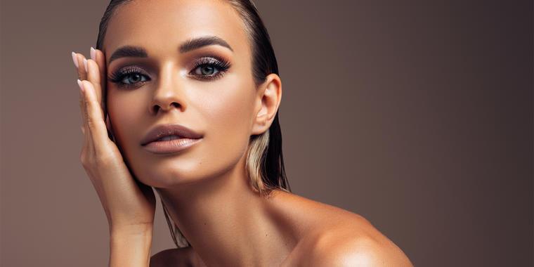 7 trucos de maquillaje para lucir bronceada este verano   Telemundo