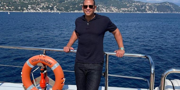 Alex Rodriguez en un bote por Europa