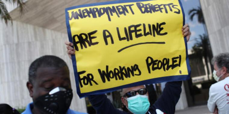 De cada ocho trabajadores que perdieron los beneficios en los estados donde ya finalizaron los programas de ayuda, solo uno encontró empleo, según una investigación reciente.
