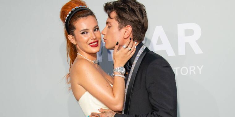 Bella Thorne y Benjamin Mascolo en la amfAR Cannes Gala 2021