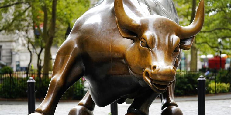 """La escultura """"Toro Embistiendo"""", ubicada en el distrito financiero de Nueva York."""