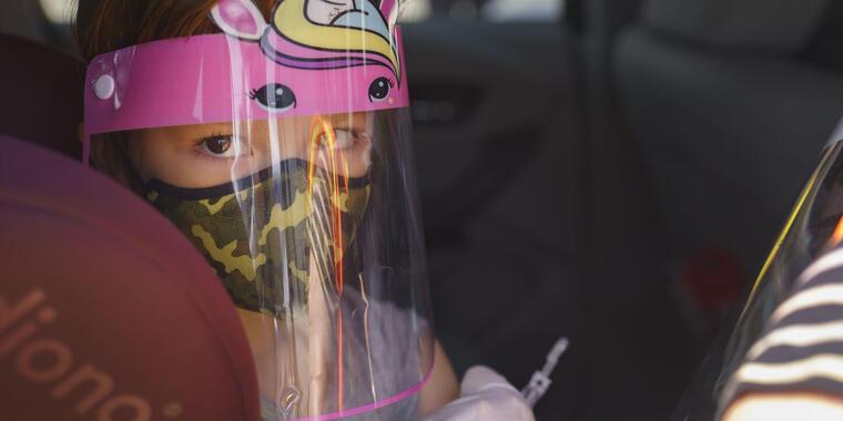 Las autoridades de la salud instan a las personas a vacunarse contra la gripe estacional lo antes posible, especialmente aquellos con mayor riesgo de complicaciones, incluidas las mujeres embarazadas, los adultos mayores y los niños pequeños.