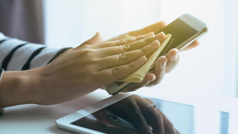 Resultado de imagen para Los celulares pueden ser una fuente de contagio del coronavirus