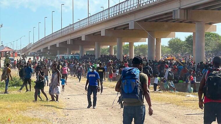 El Gobierno de Biden aumentará la deportación de haitianos para abordar la  crisis por el aumento de migrantes en la frontera