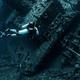 Buque bajo el mar