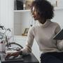 Sé más productivo con estos productos para tu oficina en casa | Telemundo