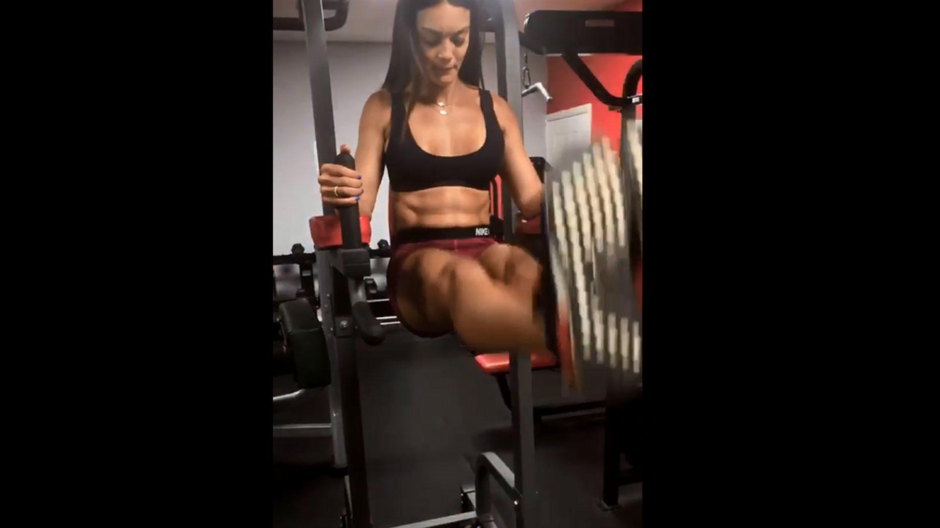Zuleyka Rivera Mostró Su Sexy Six Pack De Acero Video