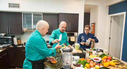 Chef cocinando en Top Chef Estrellas