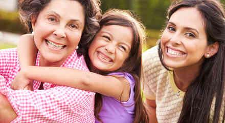 Abuela, hija y nieta
