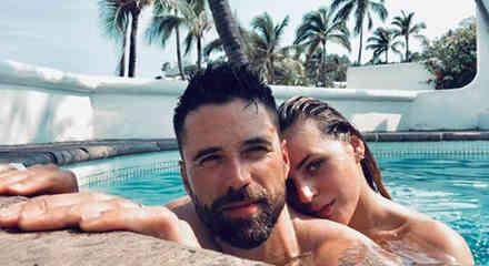 Matías Novoa e Isabella Castillo en la piscina