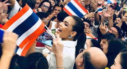 Fahsai Paweensuda Drouin, Miss Tailandia 2019 vitoreada por sus fanáticos