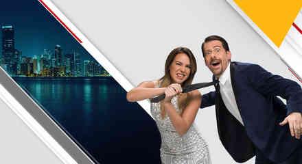 Erika de la Vega y Eduardo Videgaray jugando en foto de Ya era hora