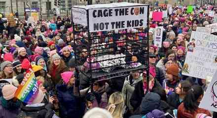La defensa de las mujeres, los inmigrantes, las minorías y el medio ambiente dominó la marcha nacional de las mujeres