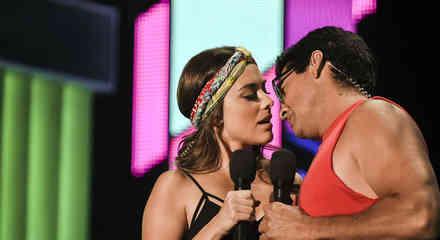 Gabriel Porras y Maria Elisa Camargo en los ensayos de Premios Tu Mundo 2015