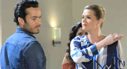 Cayetana le da una cachetada a Arturo