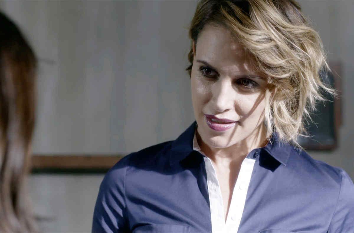 Alexandra De La Mora   Telemundo