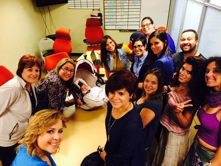 Adamari López junto a los productores de Un Nuevo Día