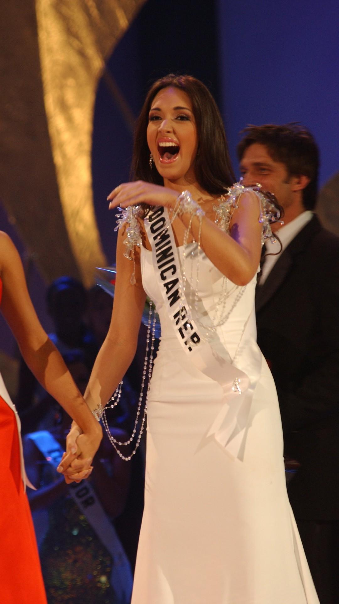 RECORDANDO REACCIONES DE REINAS DE BELLEZA Amelia-vega-miss-republica-dominicana-2003-miss-universo-2019