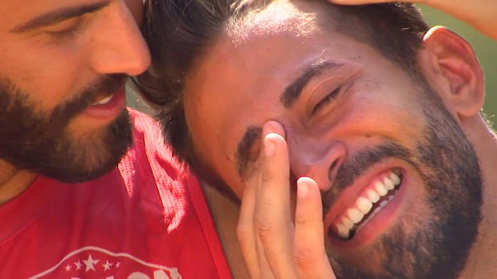 Tommy llora y Lozada lo abraza