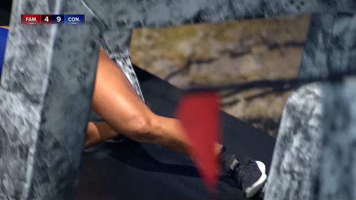 Jasmín se resbala y tiene pie atorado