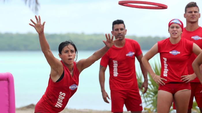 Shaila Pérez tirando un aro