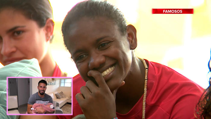 Yamilet sonríe con ternura