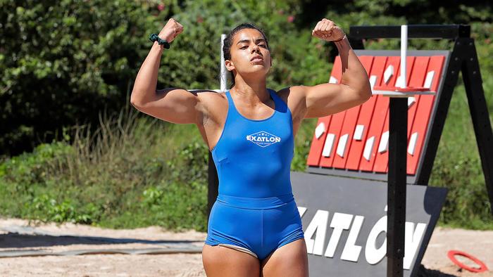 Melanie muestra músculos