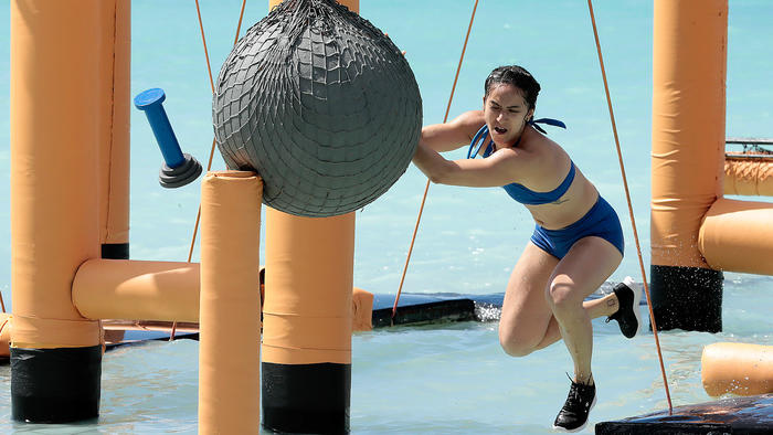 Michelle Terán se esfuerza en el circuito en el mar