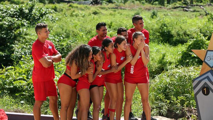 Nicole y su equipo nerviosos viendo la estrella de la suerte
