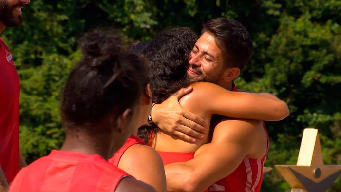 Alejandra Lara felicita a Tommy Ramos