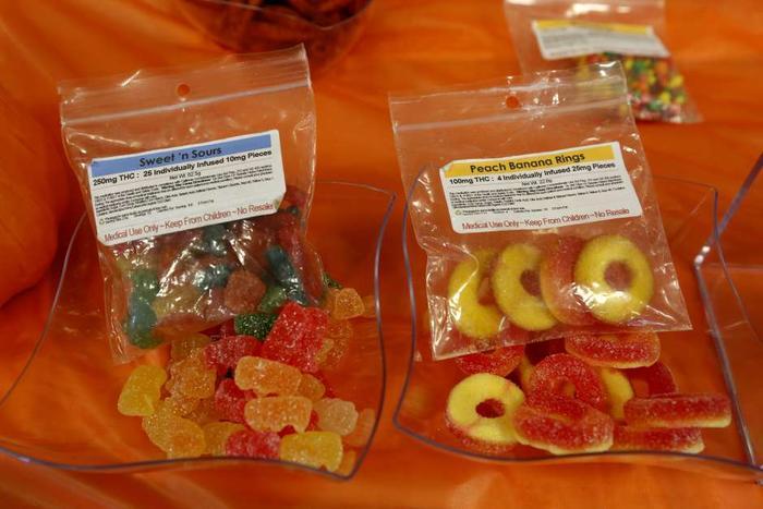 Las golosinas y dulces a base de marihuana a veces son muy parecidos a los regulares, por lo que las autoridades recomiendan a los padres estar atentos y revisar las cosas que reciben los menores.